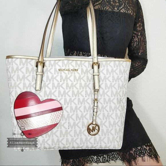 0bd015f01ad6 Michael Kors Bags | Nwt Large Medium Carryall Hearts Tote | Poshmark